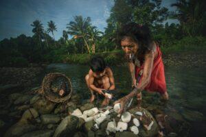 suku mentawai indonesia