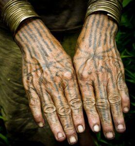 tato suku mentawai
